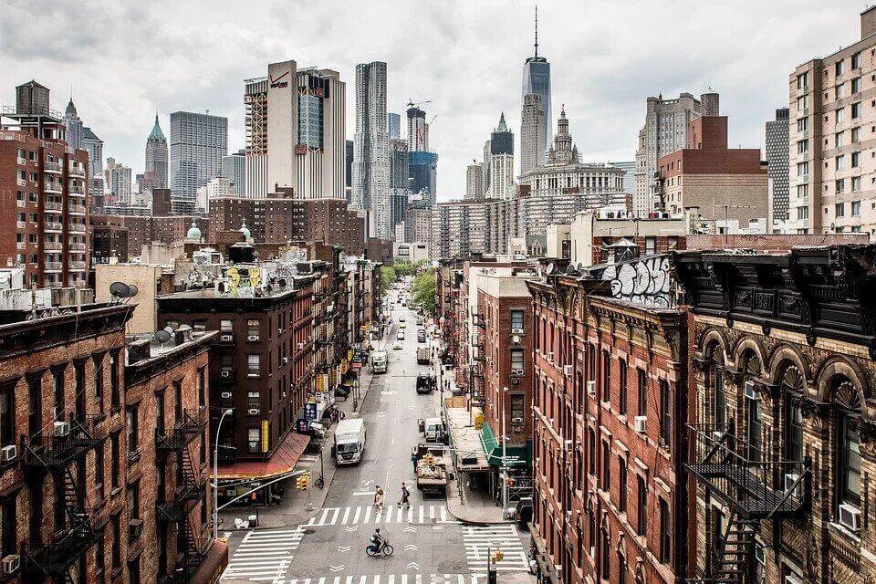 Overview of a Manhattan street